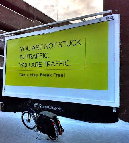 Você não está preso no trânsito. Você é o trânsito.